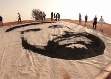 Art extrême – Un immense portrait de sable