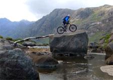 Escalader une montagne… sur un vélo!