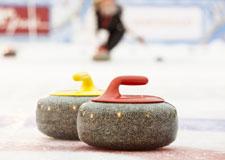 Des balais de curling controversés