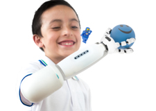 IKO, la prothèse LEGO
