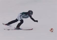 Jouer au soccer en ski!