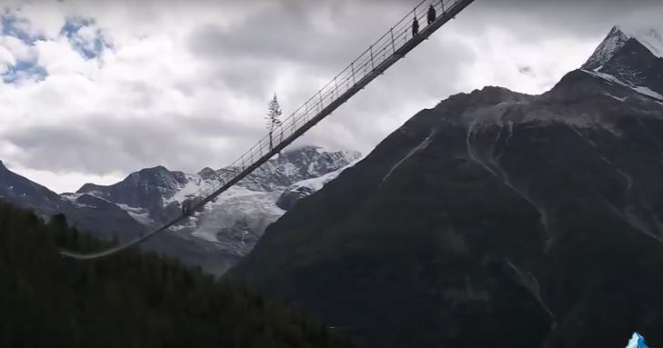 Pont suspendu : vertige garanti! [vidéo]