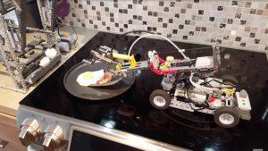 Un robot-LEGO qui cuisine le déjeuner !