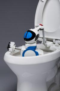 Dans la toilette jusqu'au cou !