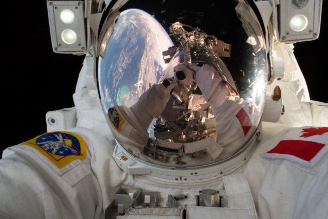 Égoportrait de David Saint-Jacques lors de sa sortie dans l'espace, le 8 avril 2019. (Photo: Agence spatiale canadienne/NASA)