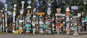 Une forêt de panneaux de signalisation !