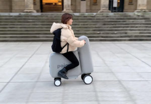 Un scooter gonflable
